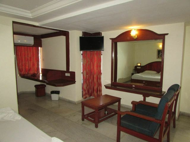 Peaceful Room Stay/Proximity to Temple/Junction