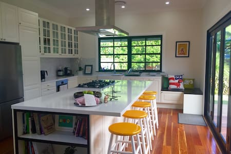 Beautifully Renovated 1920s Cottage - Auburn