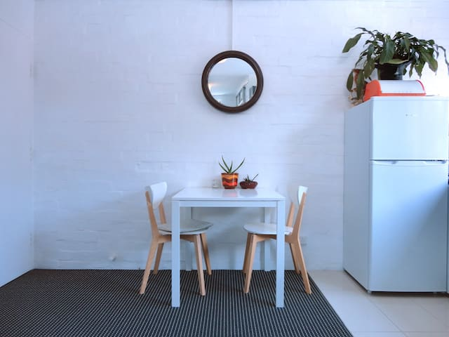 Whole studio apartment in Fitzroy off Gertrude St!