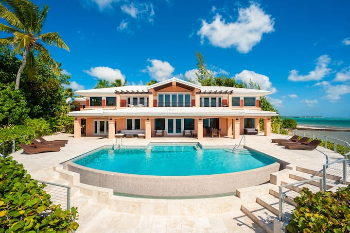 Pease Bay House: Private Tennis Court with Large Beachfront & Infinity Pool