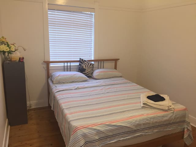 Spacious bedroom in Inner West - Stanmore - Wohnung