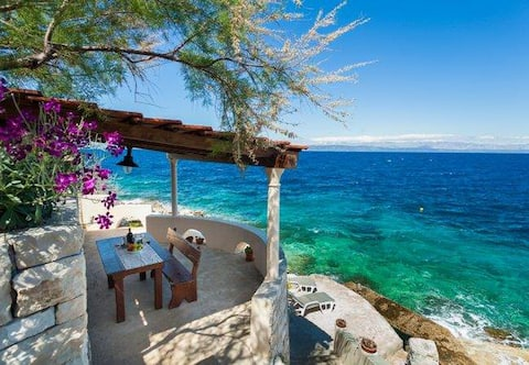 Luna - 2 Bedroom Holiday Home with Sea View