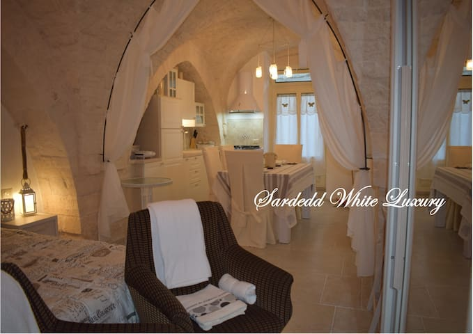 Sardedd White Luxury