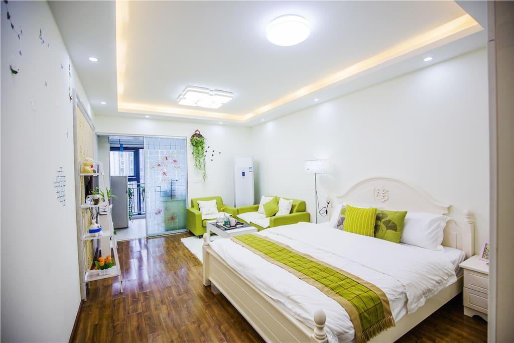 卧室1.8的大床,可让您舒适入睡~