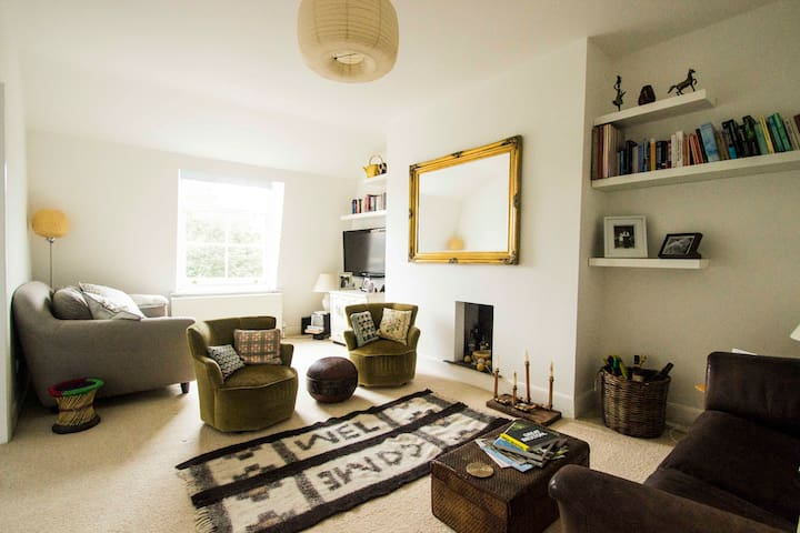 Homely, cosy & and bright private flat in Brixton