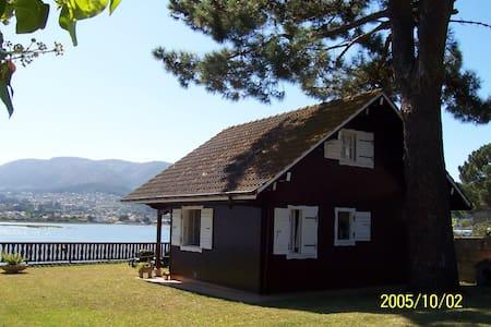 Casa de madera sobre el mar - Nigrán - Hus