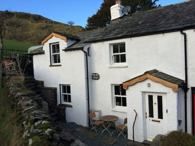 PEAR TREE COTTAGE NR. WINDERMERE/FREE-WIFI-SKY TV - Staveley