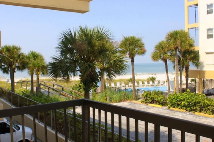 King Suite - Large Living  Dining Area - Full Kitchen - Gulf View Balcony - Across the Street From Johns Pass Village - Free Wifi - #237 Surf Song Resort