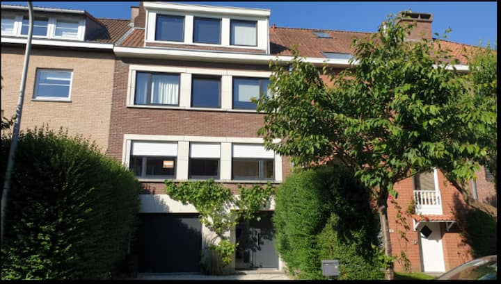 Large bright room in a shared house in Linkebeek