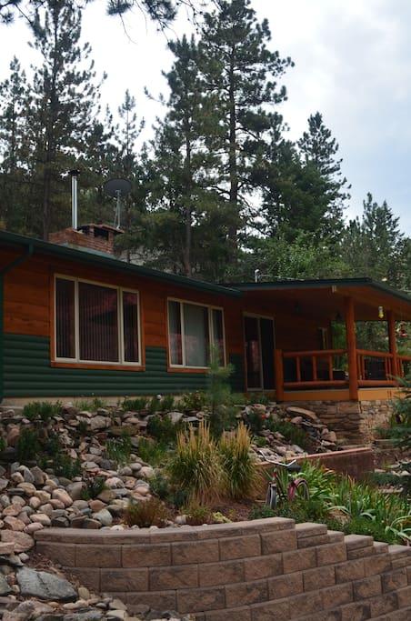 Modern mountain cabin on Big Thompson River