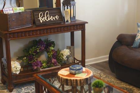 The Seasons @ Abbey Acres   WiFi, TV, Full Kitchen