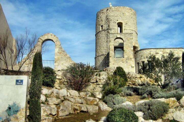 Maison en cœur de village provençal