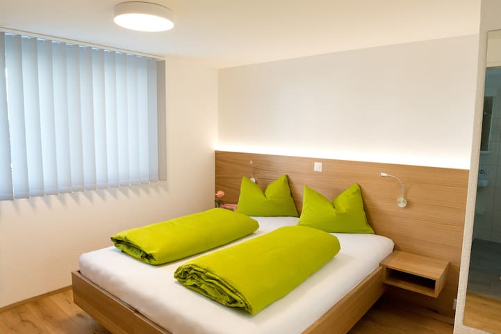 "Modernes Gästezimmer ""Hof"", an ruhiger Lage"