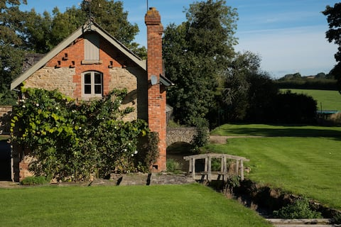 Mill Cottage, Cotswolds - cosy and self-contained