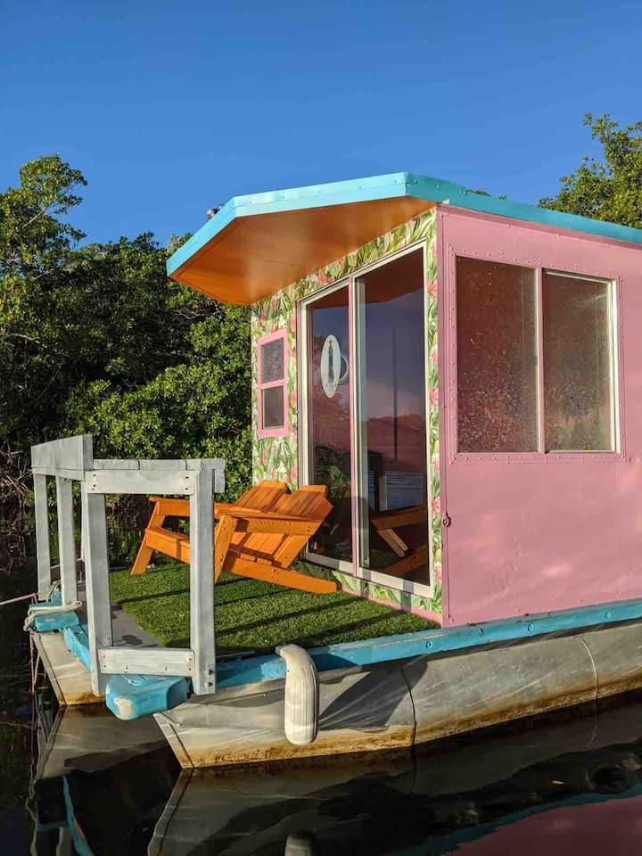 Petite Cottage Boat Bayside! (New)