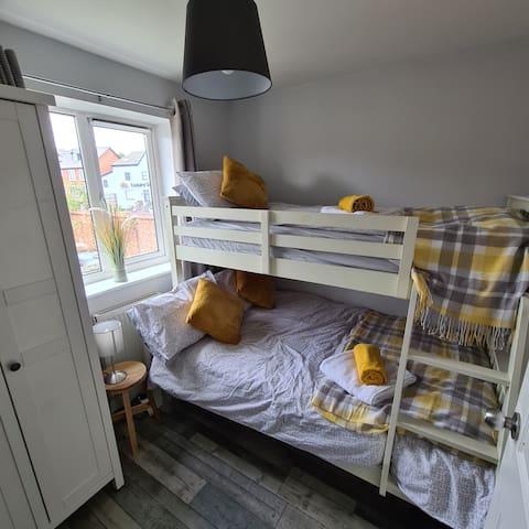 2nd bedroom 2 beds - 3/4 bottom bed, single top Bunk (Bedroom 2)