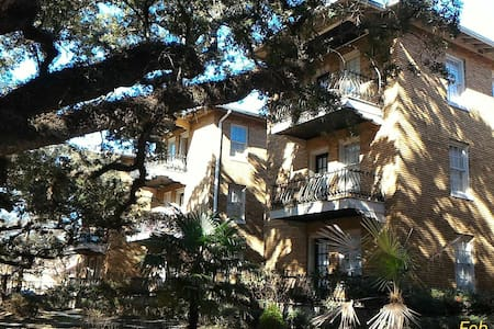 Historic Mobile condo close to Mardi Gras routes! - Мобил