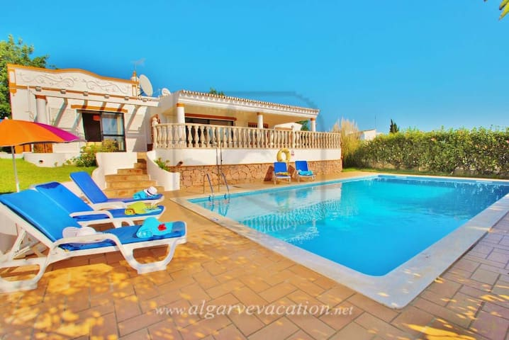 CHARMING 3 BED VILLA WITH PRIVATE POOL - Albufeira - Hus