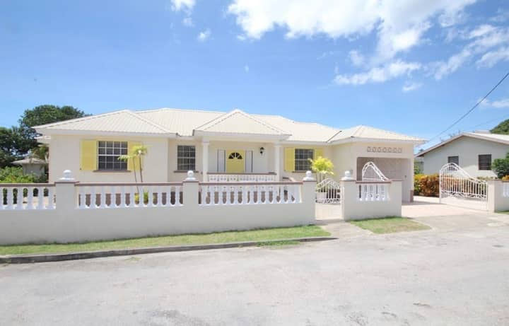 Gorgeous 3 bedroom 2 bathroom located in St. James