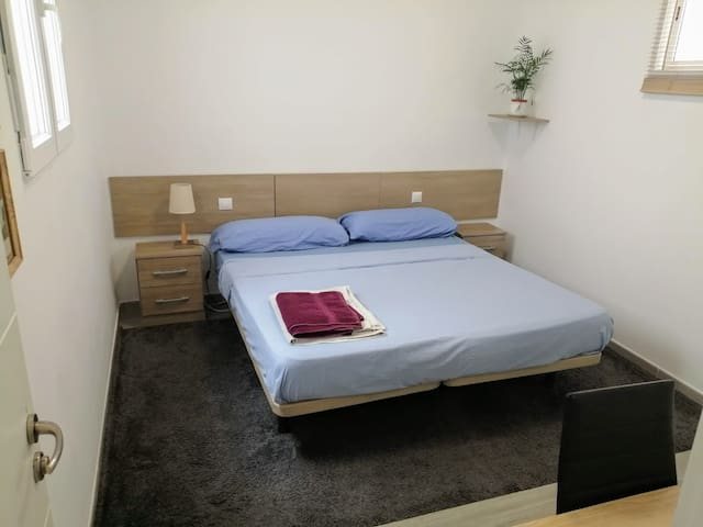 Beautiful room - king size bed. Las Canteras Beach