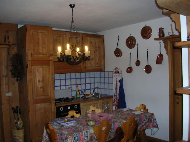 Chalet romantico 8C nel cuore delle Dolomiti - Falcade - Kabin