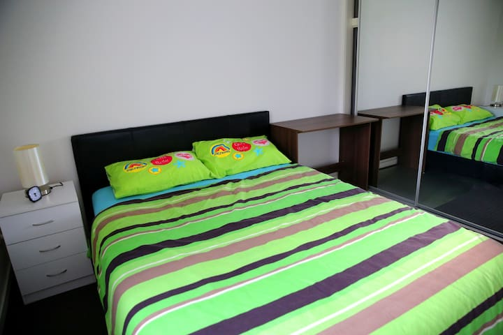 near train station Queen size bed single room