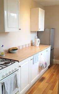 Large double bedroom - Close to Uni of Notts & QMC - Beeston