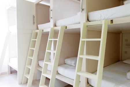HomieStay 10 Capsule (Room A) 8 bed ready - Penjaringan