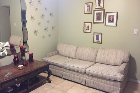 Full Apartment 15 min train ride into NYC - Lyndhurst