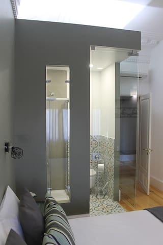 Vista geral da Suite 03 com wc privado