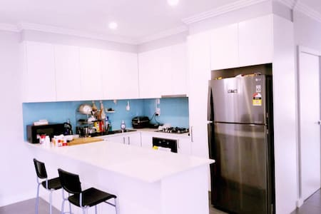 clean&new 2 bedroom with 3 double bed近火车站2个卧室3张双人床 - Toongabbie