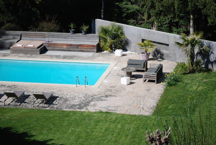 Maison bourgeoise  15 min de Lyon et du Beaujolais - Dommartin - บ้าน