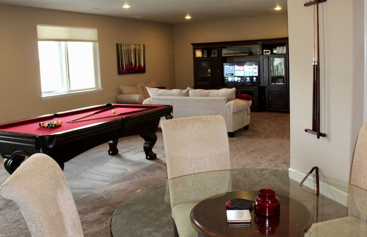 Private Floor w/ Bed, Bath, Living Room, Hot Tub