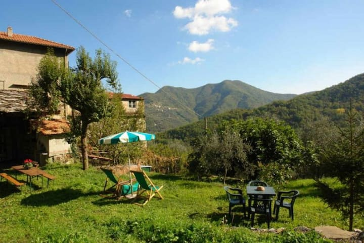 Casa Jolanda. House near Vessalico. 4 bedrooms 1 bathroom.