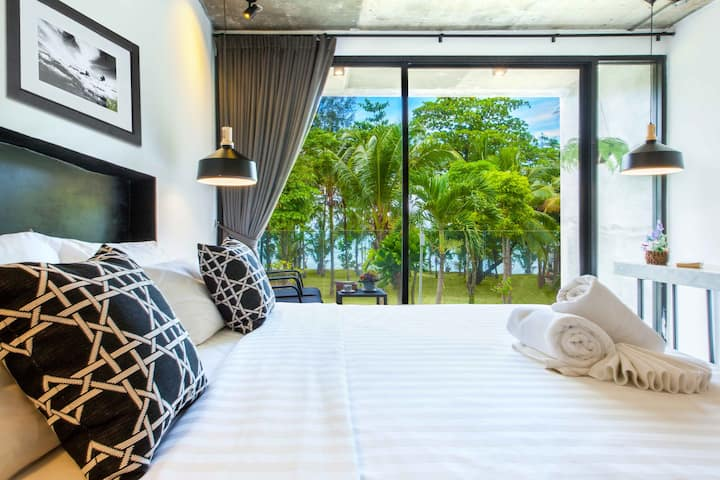 Seaview for 2, 7-minute walk to center, Nang Thong