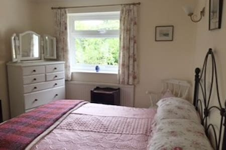 Double room in the pretty village of Aspley Guise