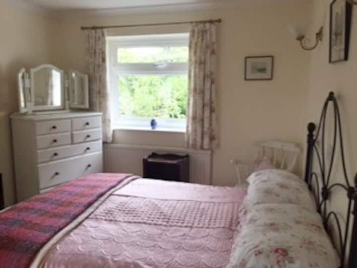 Double room in the pretty village of Aspley Guise