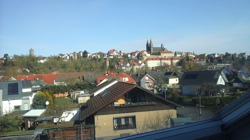 Dachwohnung im Grünen mit Blick auf die Altstadt