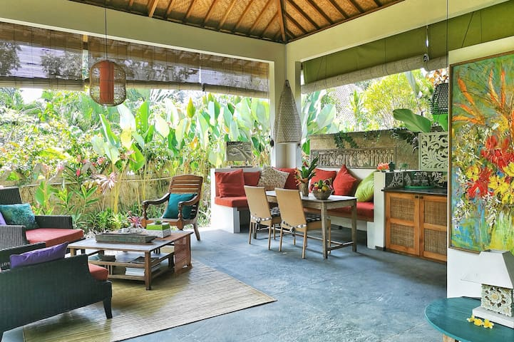 Quiet central Ubud 1-bedroom hidden gem