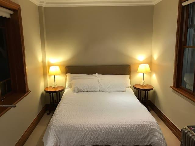 Lush private room in city centre - North Ward