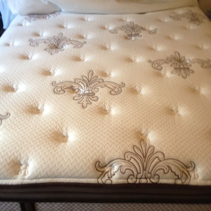 "Stearns and Foster ""Nathalie"" Top quality Plush mattress"