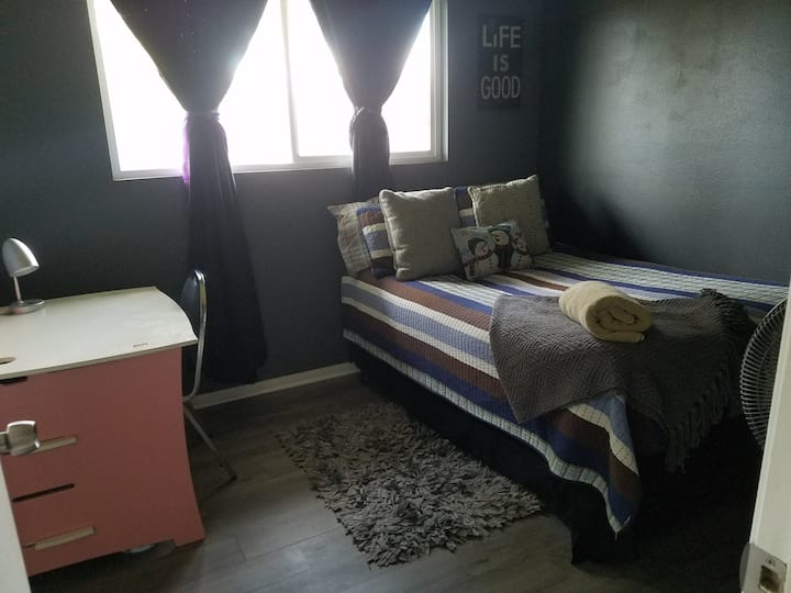 Cozy Room in Pomona/Chino 2