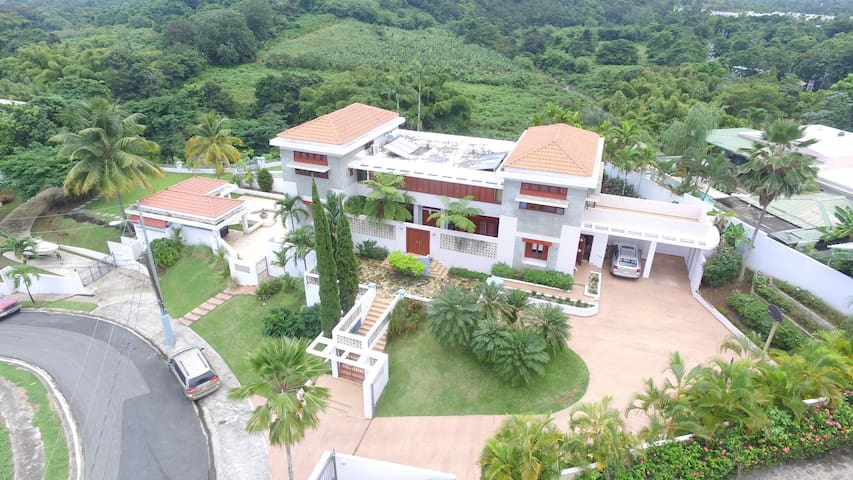 Spanish Style Big House with Country Views - Canovanas - Rumah