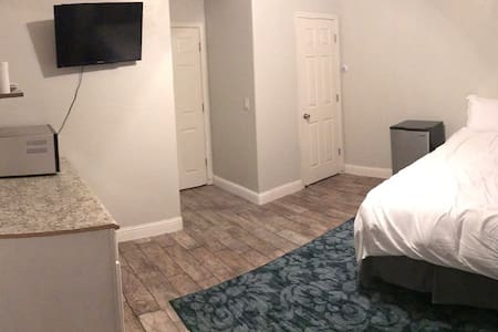 Studio Apartment close to downtown! - Visalia