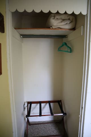 closet with luggage rack