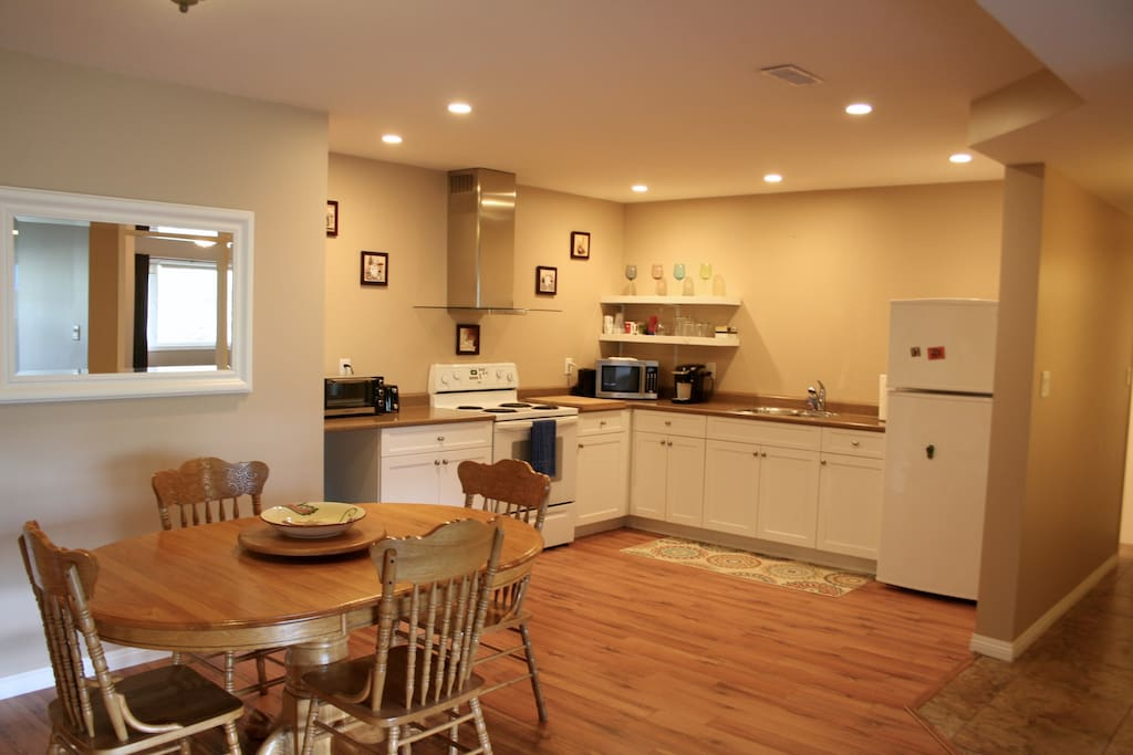 Spacious kitchen and dining area - easy to move around!