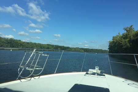 Overnight on the CT River in a 36' Motor Yacht - Portland