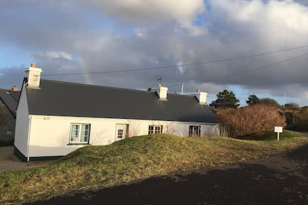 Quiet and tranquil seaside cottage - Annagry - House