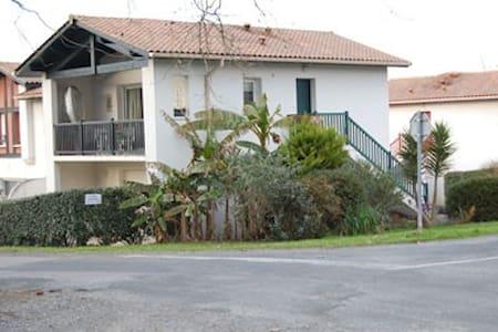 Appartement récent (43 m2) en rez de chaussée. - Cambo-les-Bains - 公寓