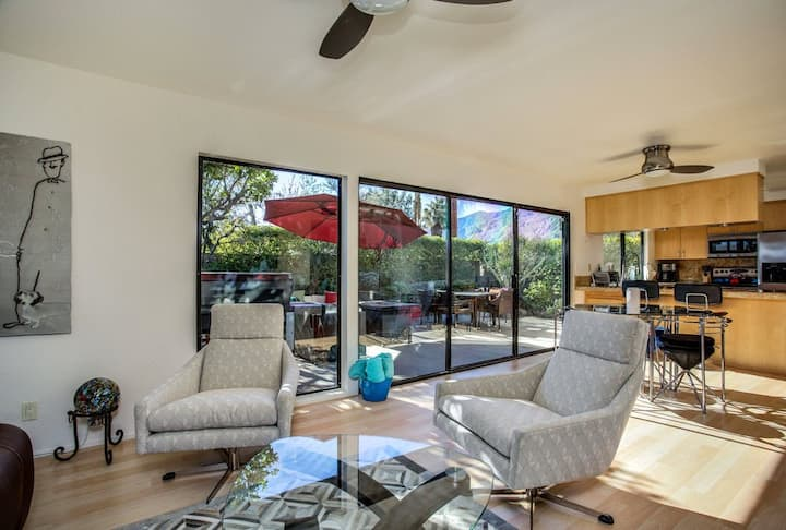 Mid-Century modern condo w/fire table, gas grill & 3 shared pools/pool spa!